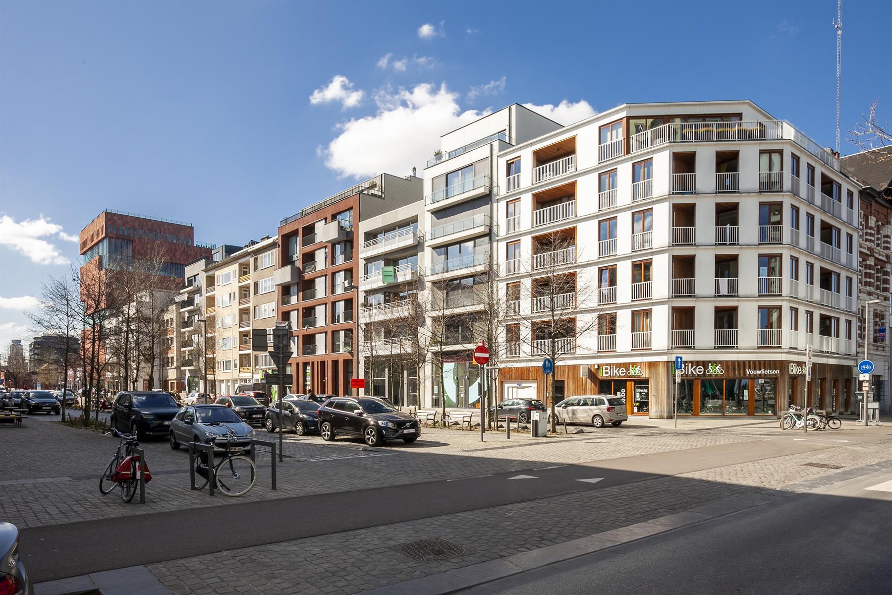 Design appartement gelegen op het EILANDJE in de Nassaustraat, uitstekend gelegen met zijdelinks zicht op het Kattendijkdok
