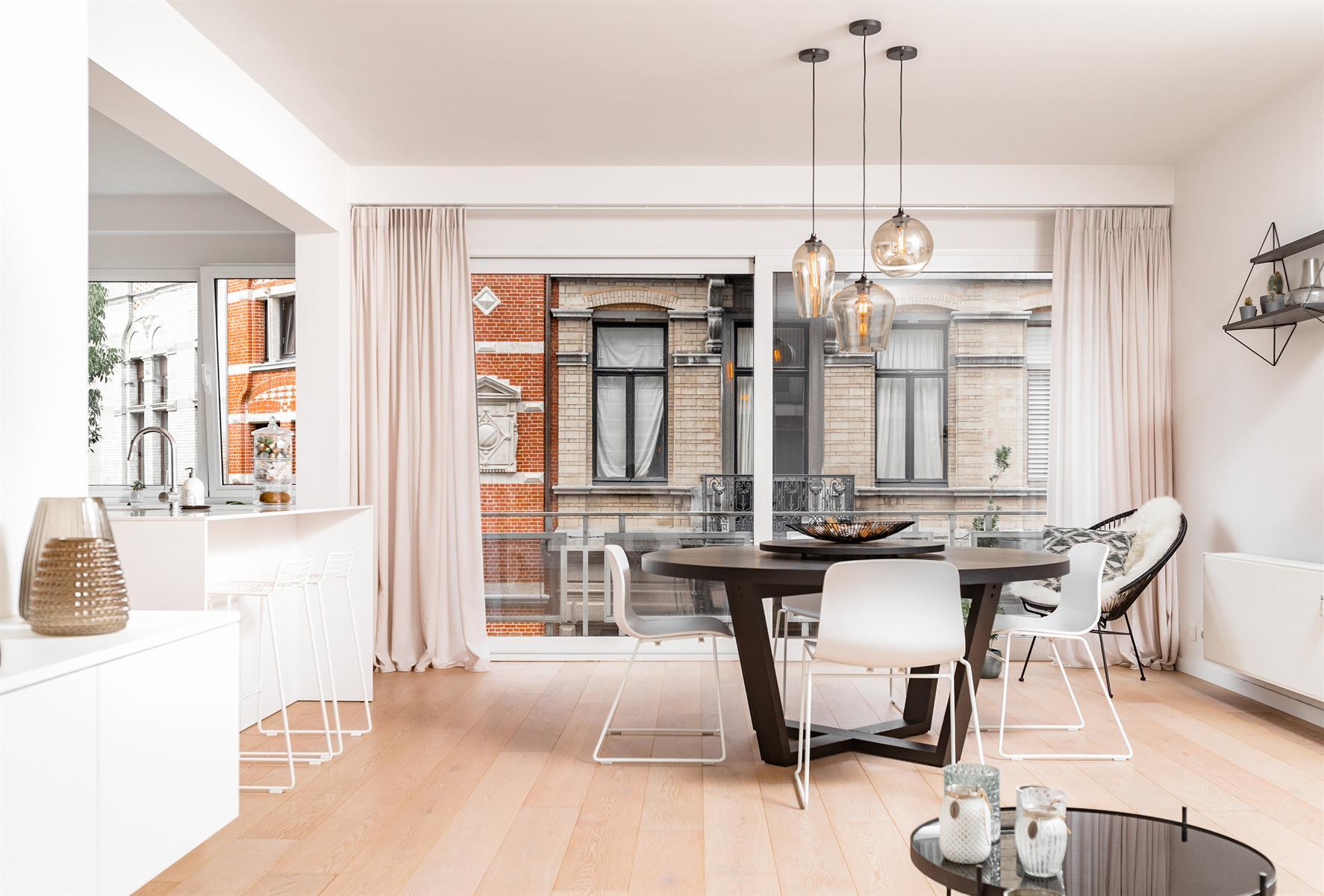 Tip-top gerenoveerd appartement 2SLPK + terras.