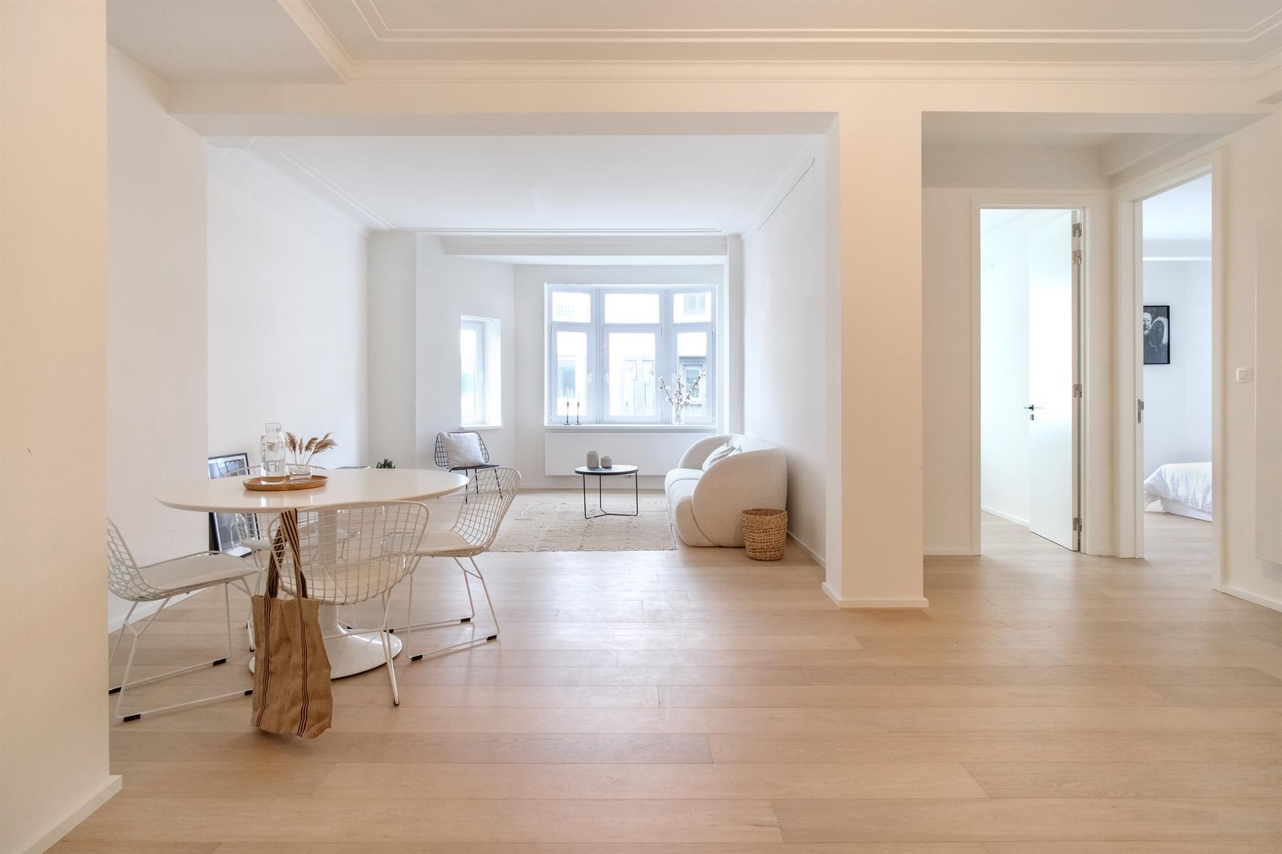 Recent gerenoveerd appartement in befaamde Meirbuilding.