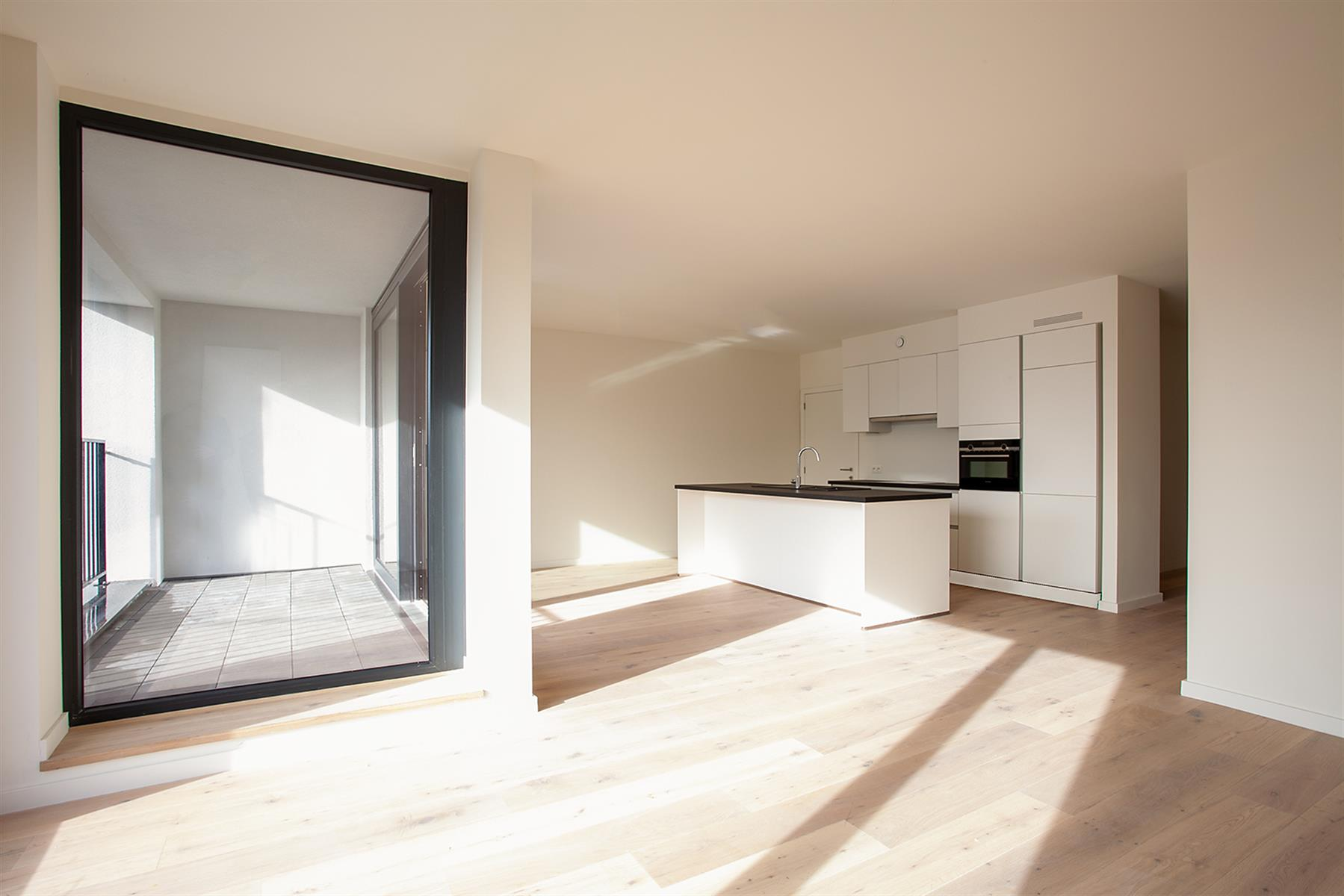 Totaalrenovatie 2-slaapkamer appartement met terras.