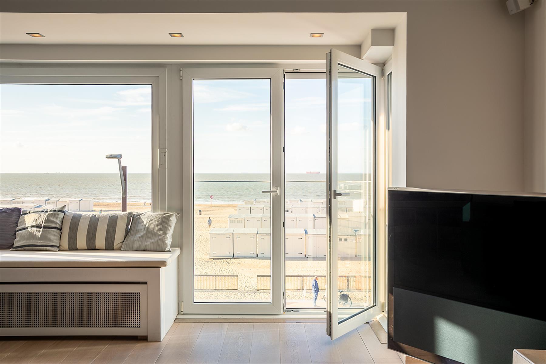Instapklaar appartement met frontaal zeezicht.
