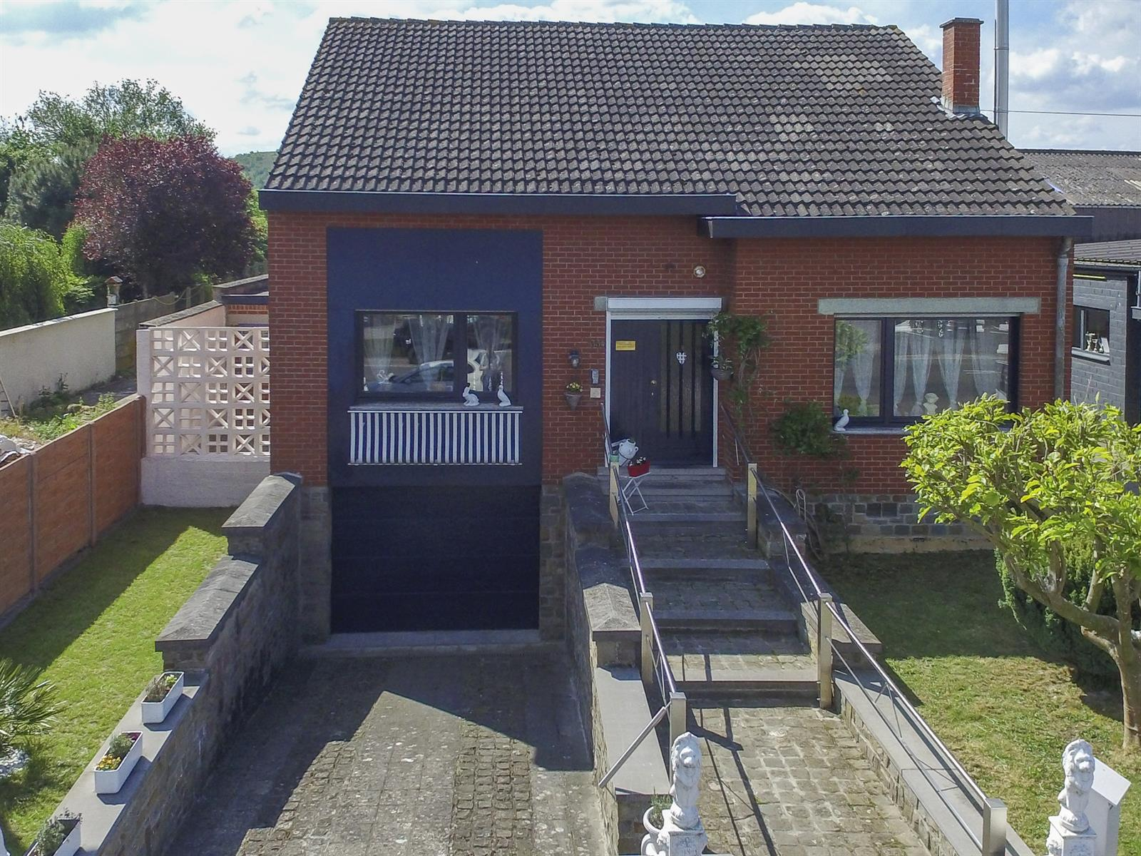 Villa idéalement adaptée pour usage privé et 2 activités indépendantes !!