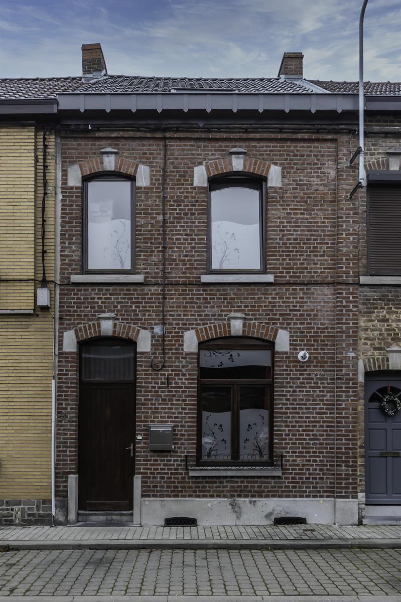 SOUS OPTION !! PLUS DE VISITES !! Maison tout confort 4 chambres à voir absolument !!