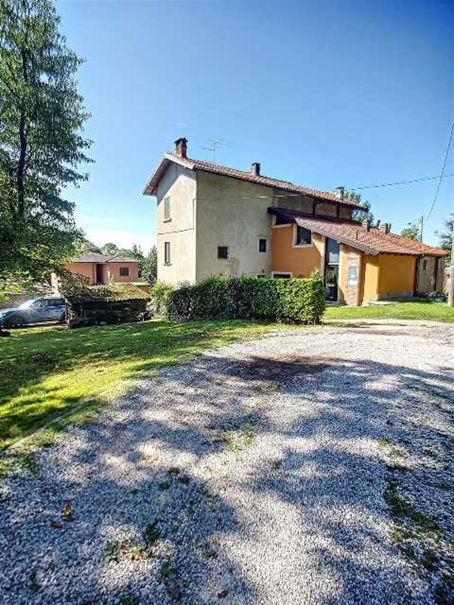 Réf: 20437 A deux pas du lac Majeur(40 mètres), proche de l'aéroport de Milano - Malpensa (29kms) su