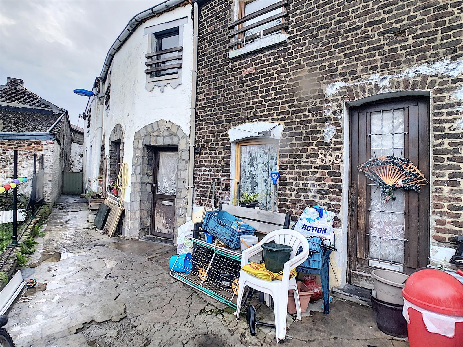 Immeuble à appartements - Charleroi-Marchienne-au-Pont - #4198385-0