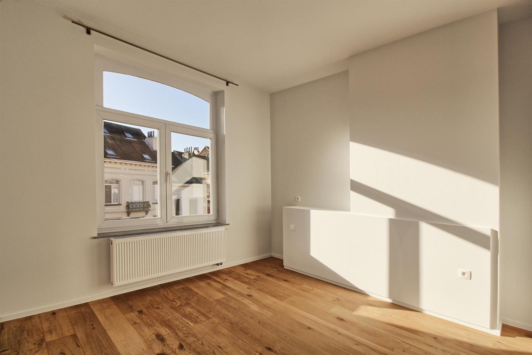 Flat - Schaerbeek - #4289658-4