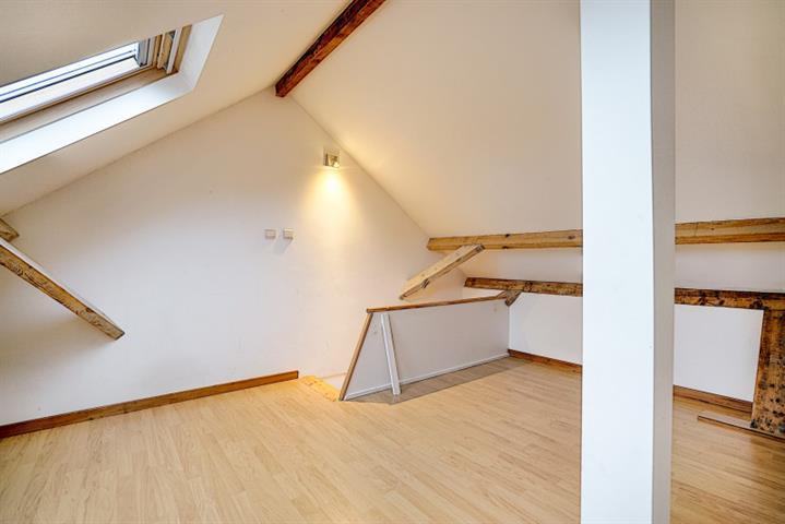 Morgan's Real Estate vous présente cette maison unifamiliale de 113 m² habitable (144 m² PEB hors cave) avec un extérieur de 60m²