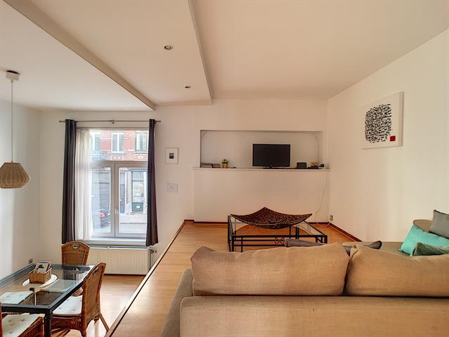 Morgan's Real Estate vous présente cet appartement MEUBLE se composant d'un Hall d'entrée, une toilette séparé, une SAM, une cuisine équipé, un Salon, une chambre donnant sur la SDB et buanderie