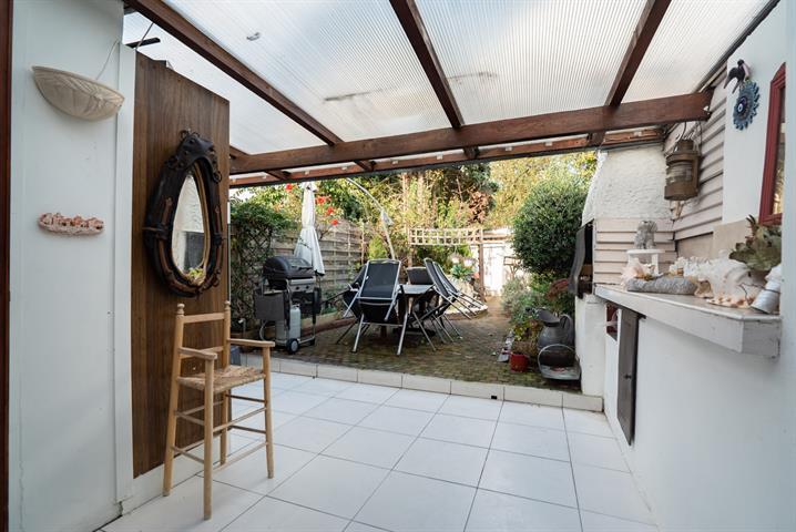 MORGAN'S REAL ESTATE vous présente cette charmante maison 2 chambres avec jardin, idéalement situé à Laeken (proximité CHU BRUGMANN - AV