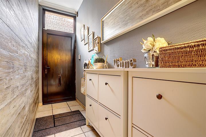 SOUS OPTION - PLUS DE VISITES - Morgan's Real Estate vous présente  cette très jolie maison de rangée, à proximité directe des écoles, commerces et transports en commun