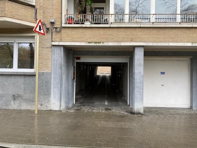 **** VENDU ****  Morgan's Real Estate vous présente ce garage fermé situé sur la Rue des Nerviens