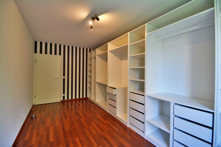 VISITES SUSPENDUES !! MORGAN'S REAL ESTATE vous propose cet appartement une chambre idéalement situé dans les Jardins de Jette