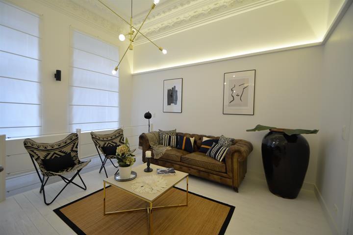 SOUS OPTION !! VISITES SUSPENDUES !! MORGAN'S REAL ESTATE vous présente ce splendide appartement 1 chambre de 80m²