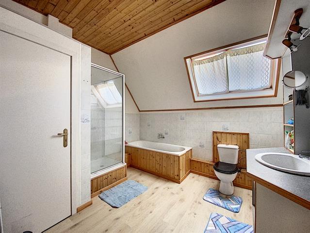 Morgan's Real Estate vous présente cet immeuble composé de 3 unités (RU 2020/751 : Rdc Commercial et un logement aux étages)