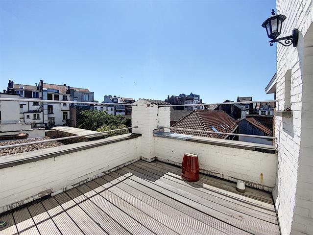 Morgan's Real Estate vous présente, dans le quartier CHATELAIN, un appartement plein de charme