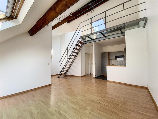 Morgan's Real Estate vous présente, dans le quartier CHATELAIN, un DUPLEX super lumineux