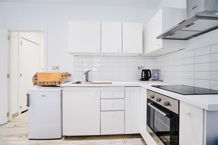 Morgan's Real Estate vous présente ce bel appartement deux chambres avec jardin de 33m² complètement rénové 50 m² habitable (56 m² PEB)