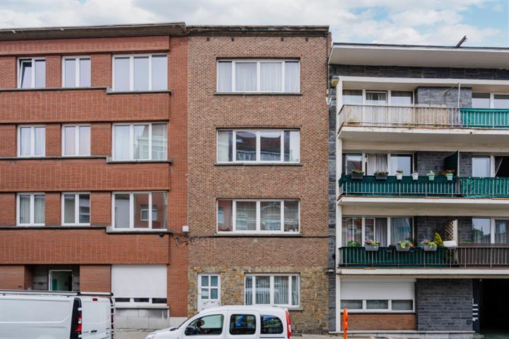 Morgan's Real Estate vous présente ce bel appartement deux chambres complètement rénové 55 m² habitable (70 m² PEB)