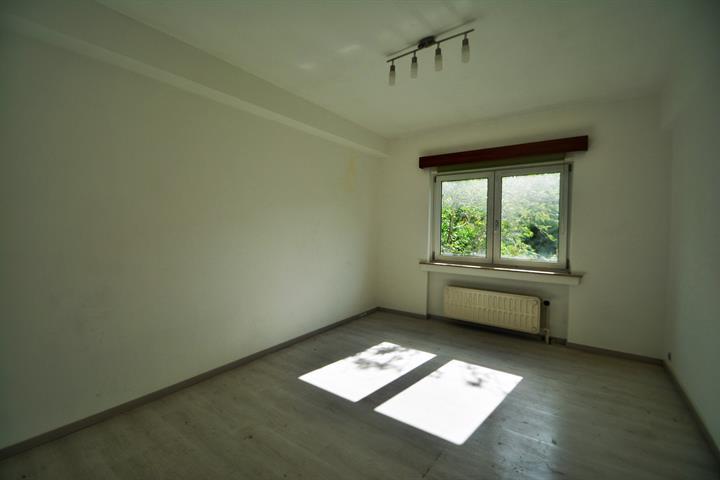 MORGAN'S REAL ESTATE vous propose cet appartement deux chambres à rénover  idéalement situé à Jette dans un clos calme et verdoyant