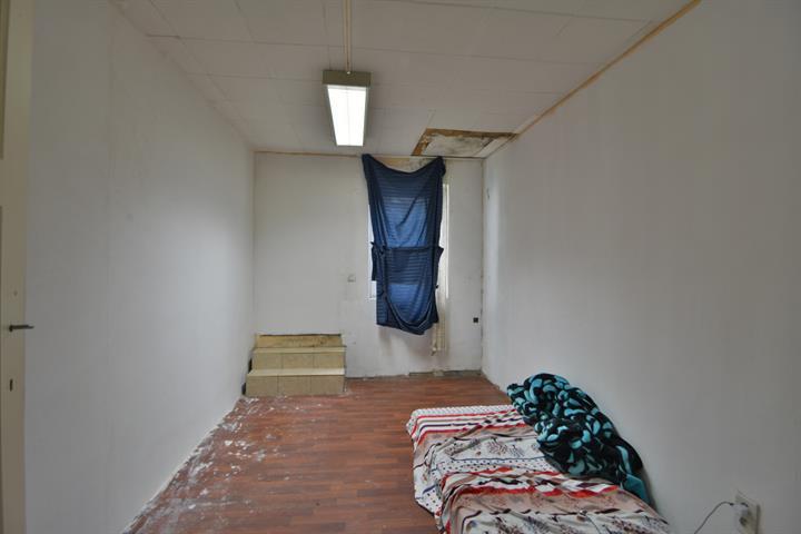 MORGAN'S REAL ESTATE vous propose cet entrepôt avec un espace bureau au 1er étage en arrière maison