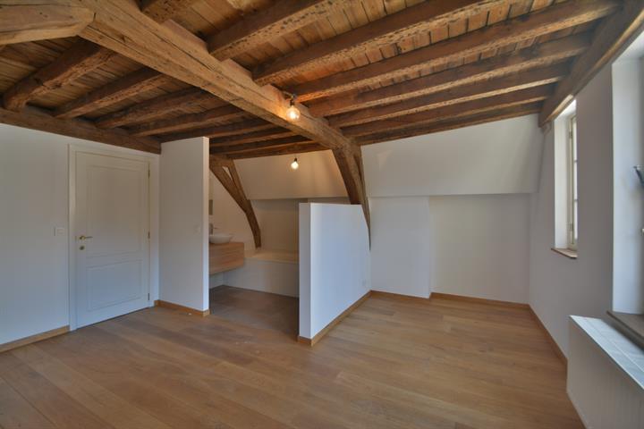 MORGAN'S REAL ESTATE vous présente ce bien exceptionnel de 300m² situé en plein centre de Bruxelles (proximité Sablon, Gare Centrale)