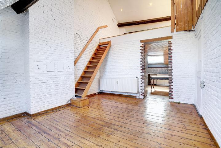 *** VENDU ***  Morgan's Real Estate vous présente cet immeuble composé de 4 unités à Rénover de 238m² habitable (304m² total)