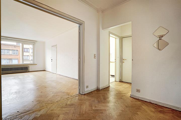 GANSHOREN - Charles Quint - Spacieux appartement 2 chambres de 100m² à rénover