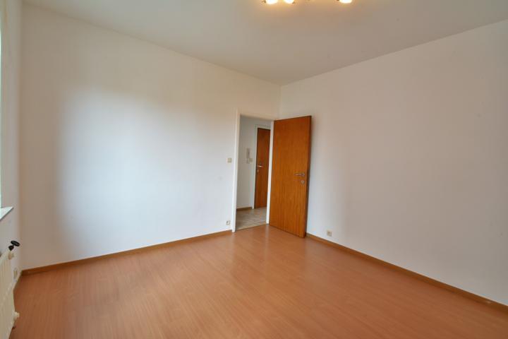 Mooi 1 slaapkamer appartement + kantoor of babykamer dichtbij vervoer, winkels, Frans ziekenhuis en basiliek
