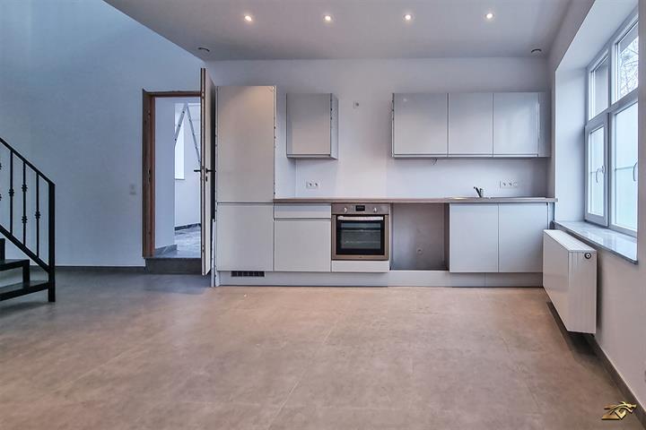 AV CHARLEROI Magnifique Duplex avec 2 chambres