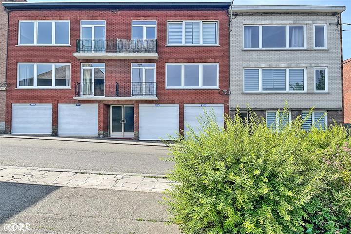 AV Charleroi, Appartement 2 chambres avec garage et cave