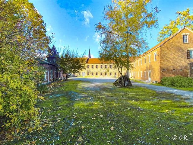 Av. Fontaine-l?Evêque splendide propriété «Ferme du château»
