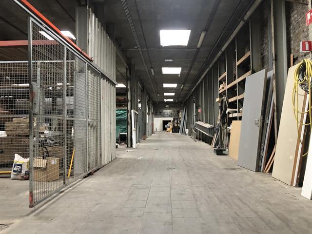 SWITCH REAL ESTATE Immeuble semi industriel- Atelier/ Dépôt + Bureaux + P