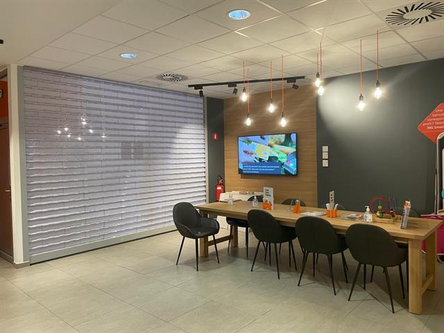 SWITCH REAL ESTATE Surface commerciale 335m²