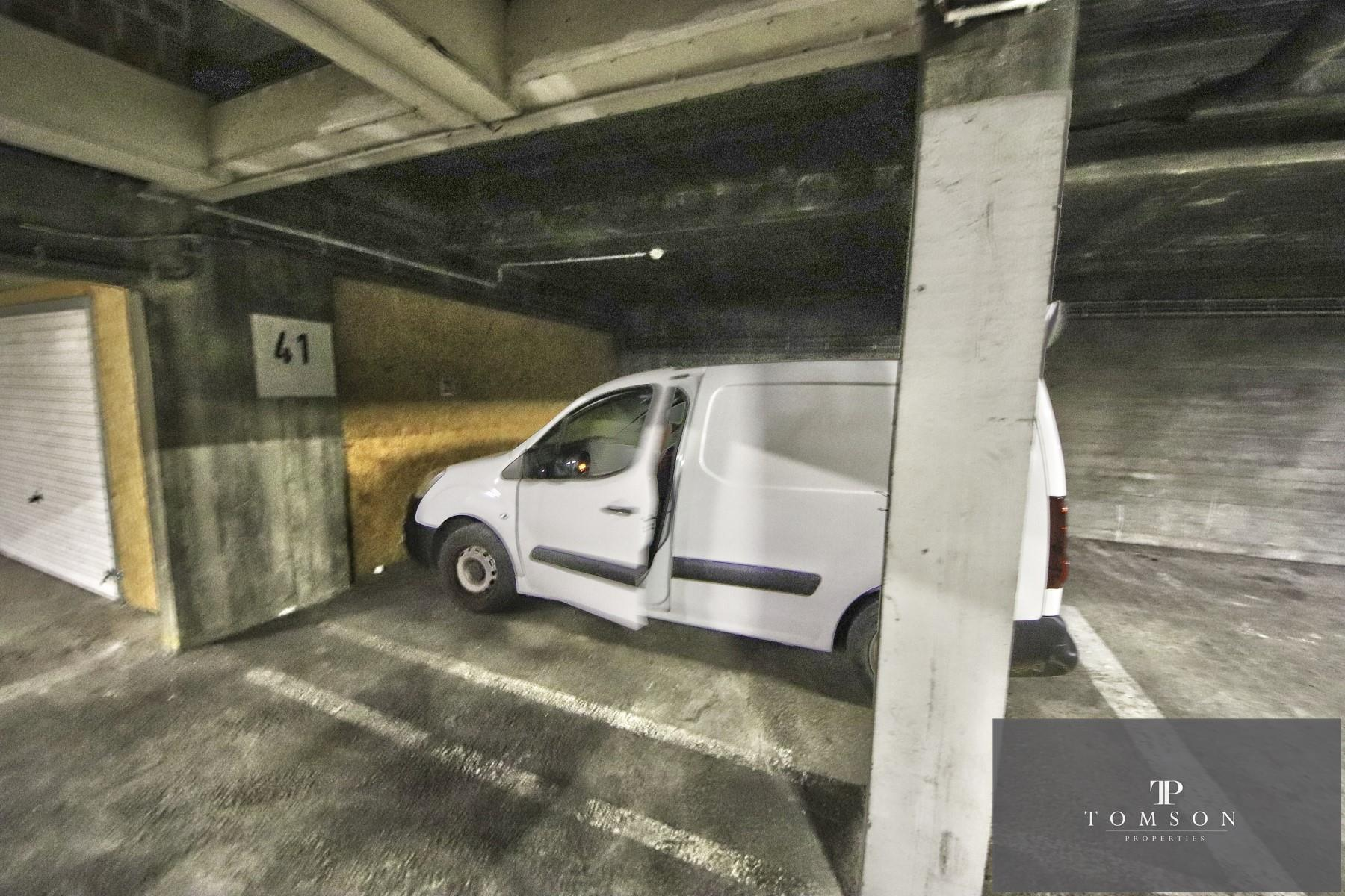 Inside parking - Saint-Josse-ten-Noode - #4142367-2
