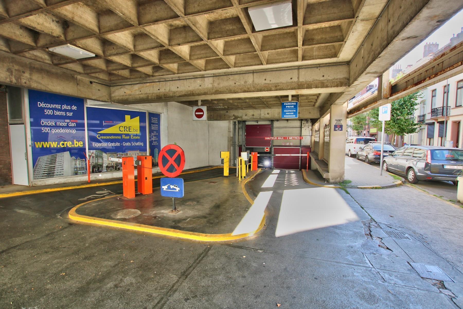 Inside parking - Saint-Josse-ten-Noode - #4142367-1