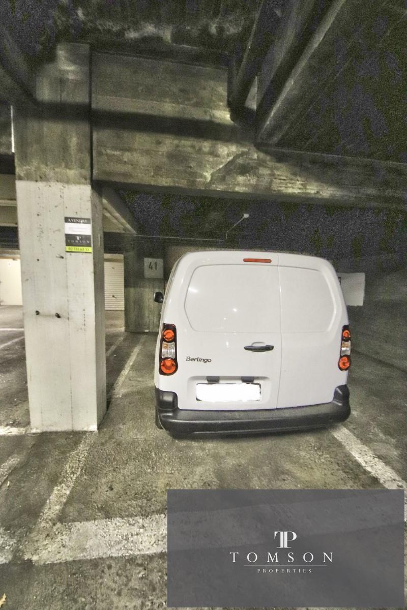 Inside parking - Saint-Josse-ten-Noode - #4142367-4