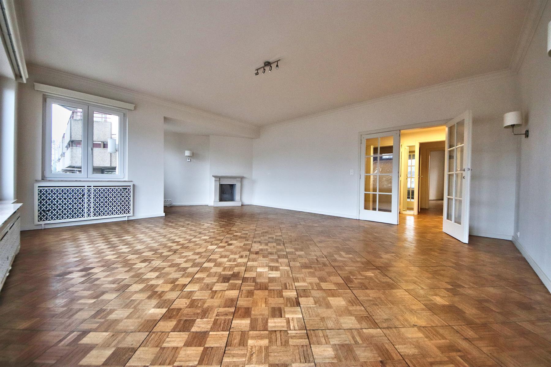 Appartement - Etterbeek - #4256824-0