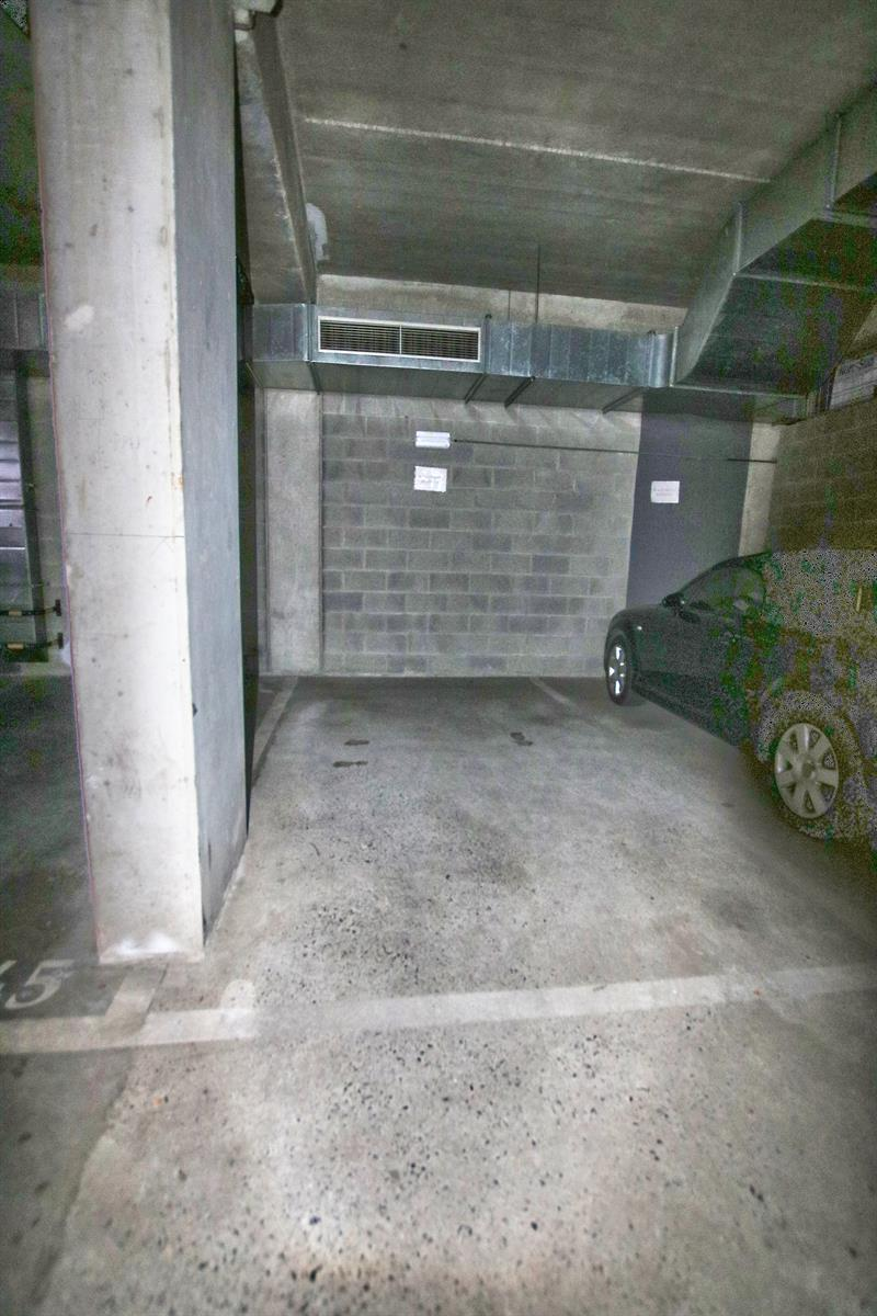 Inside parking - Etterbeek - #4289163-4